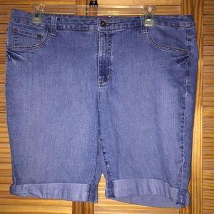 Gloria Vanderbilt denim rolled cuff jean shorts